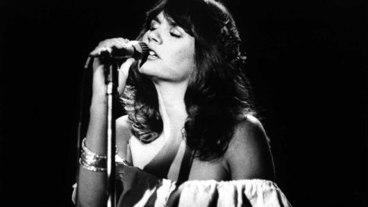 "Best Linda Ronstadt Songs: 20 Tracks The ""Queen Of Rock"" Made Her Own"