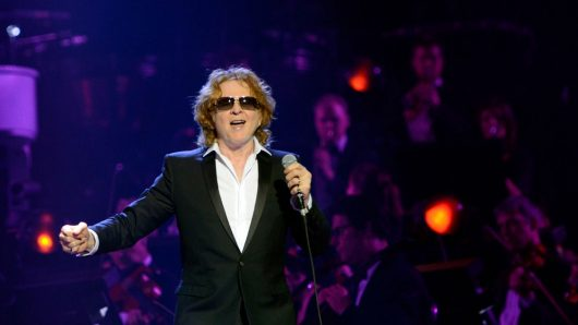 Simply Red Put A New Slant On Their Classic Hits With 'Simply Red Remixed Vol.1 (1985-2000)'